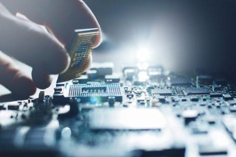 Un ordinateur en réparation